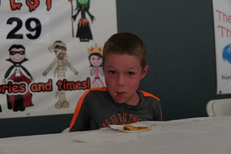 Kids pie eating